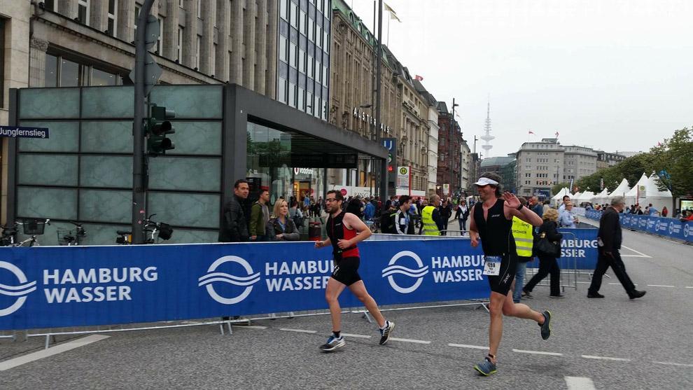 Die letzen Meter bei meinem ersten Triathlon in Hamburg