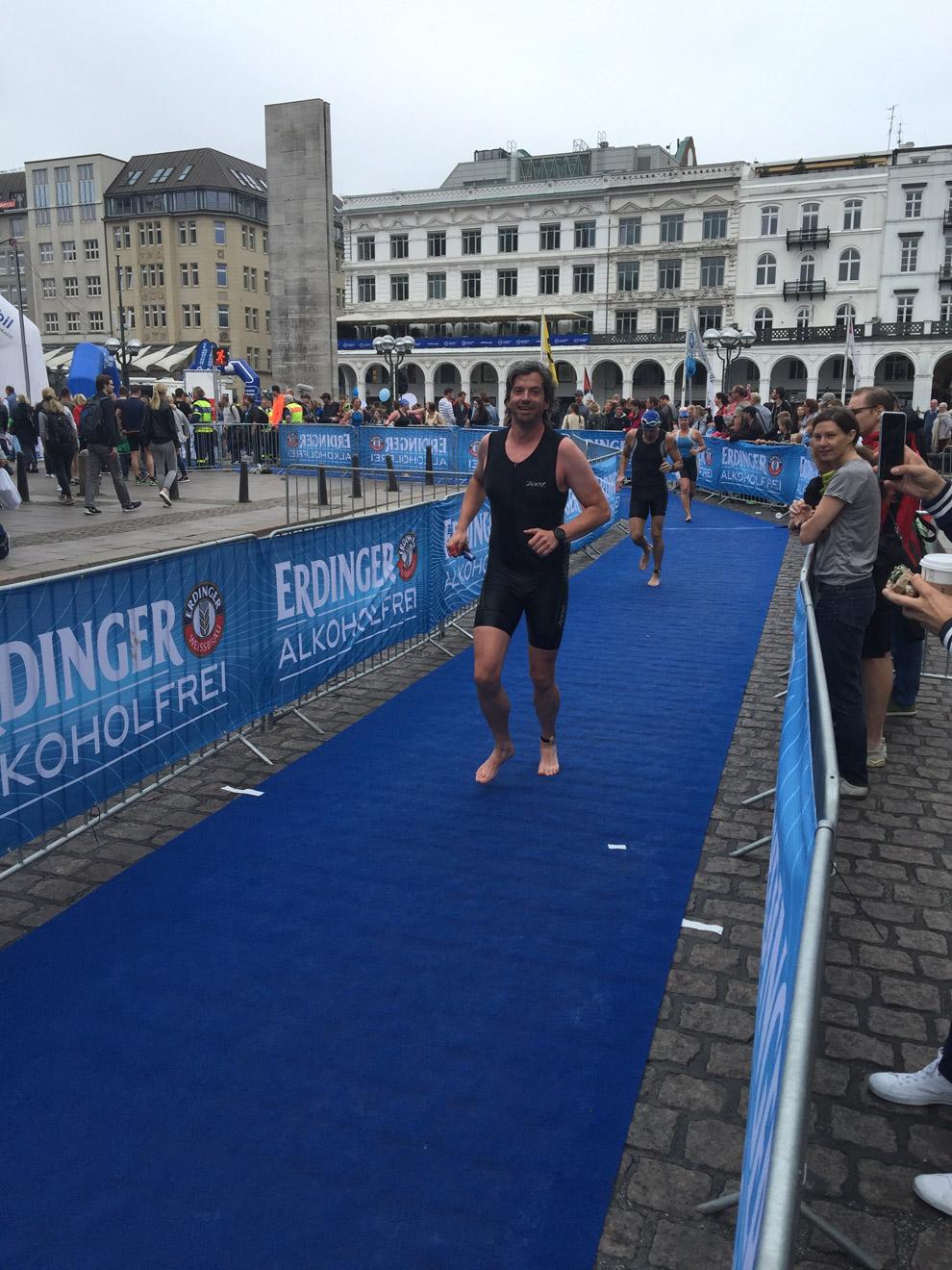 Die lange Strecke des ersten Wechsels beim Hamburg Triathlon