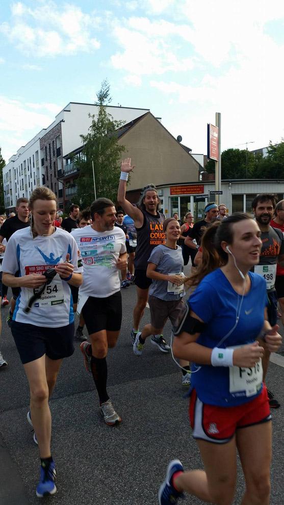 Kurz nach dem Start bei bester Laune - die sollte auch nicht schlechter werden beim 3. PSD Halbmarathon