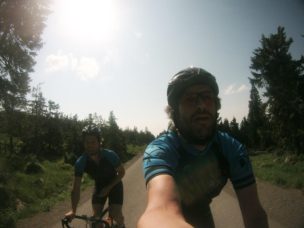 Mit dem Rennrad auf den Brocken im Harz. Noch Luft zum Fotografieren.