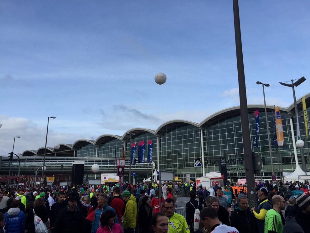 Kurz vor dem Marathon Start war der Himmel noch blau...