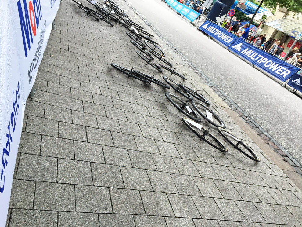 Im Zielbereich starteten schon die Vorbereitungen auf das Eliterennen